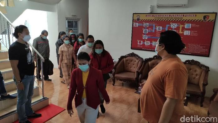 Polrestabes Semarang mengamankan 19 orang dari spa yang nekat buka saat PPKM Darurat, Rabu (7/7/2021).