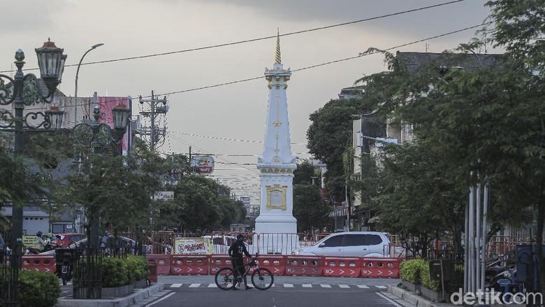 Sejumlah ruas jalan di Kota Jogja ditutup selama penerapan PPKM Darurat. Terutama untuk mencegah kerumunan di kawasan wisata Jalan Malioboro dan sekitarnya.