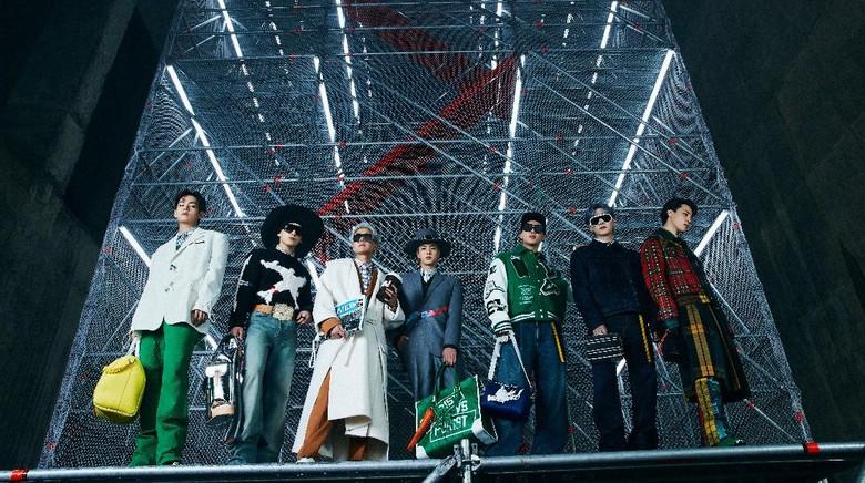 BTS dalam gelaran fashion show Louis Vuitton