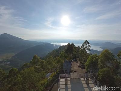 Magis! Selamat Pagi dari Bukit Tele di Danau Toba
