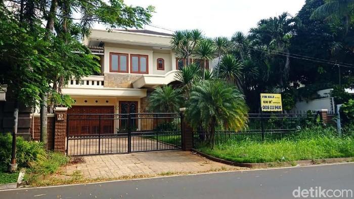 Rumah-rumah orang kaya atau tajir di kawasan elit seperti Pondok Indah dan Menteng dijual. Begini penampakan rumahnya.