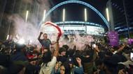Bikin Merinding, Ribuan Fans Inggris Berkerumun di Tengah Pandemi