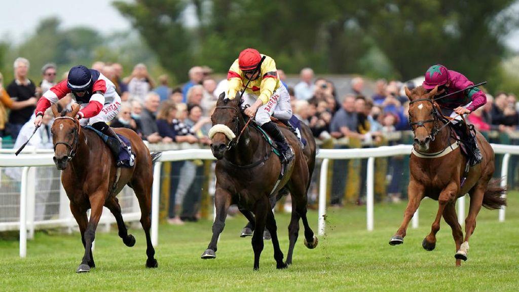 Melihat Serunya Balap Kuda di Great Yarmouth, Inggris