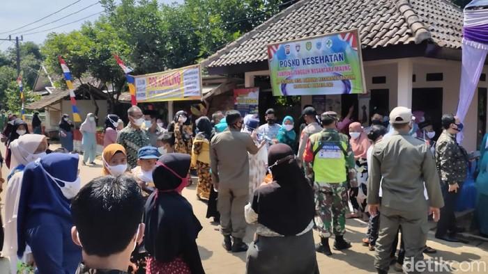 Peresmian kampung tangguh nusantara di Pandeglang menimbulkan kerumunan