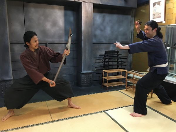 Dipimpin oleh ninja bersertifikat Tsuyoshi Igarashi, murid pada hari itu dapat berlatih di salah satu dari tiga kursus. Pengalaman Ninja 40 menit mencakup instruksi tentang lemparan shuriken, isyarat tangan ninja kujikuri, dan penjelasan tentang peralatan mata-mata dan infiltrasi ninja yang paling vital.