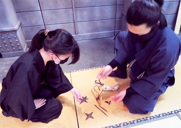 Untuk bisa merasakan Ninja Experience ini, traveler bisa membayar paket 2.200 Yen (Rp 292 ribu). Sedangkan Nindo Experiences dihargai 7.700 Yen (Rp 1 jutaan) dan 9.900 Yen (Rp 1,3 jutaan), dengan keuntungan tambahan bahwa peserta Nindo dapat membawa pulang seragam ninja mereka.