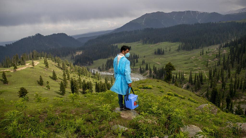 Semangat Nakes Ajak Warga di Pedalaman Himalaya Vaksinasi Corona