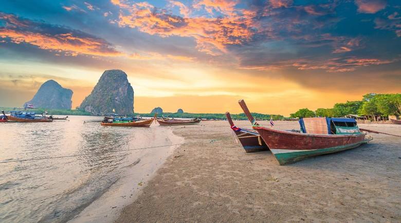 Sunset di pantai Thailand selatan