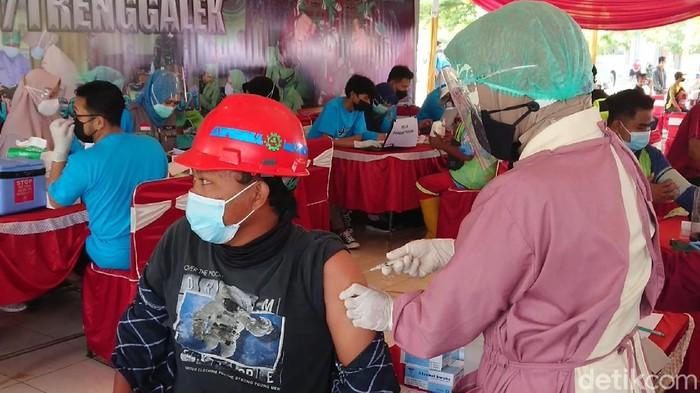 vaksinasi pekerja Proyek Strategis Nasional di trenggalek