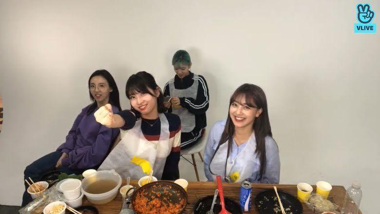 Diet Momo 'TWICE', Makan Es Batu Saja Demi Turun 7 Kg Seminggu!