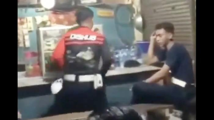 Geger Video Petugas Dishub DKI Nongkrong di Warkop Saat PPKM Darurat