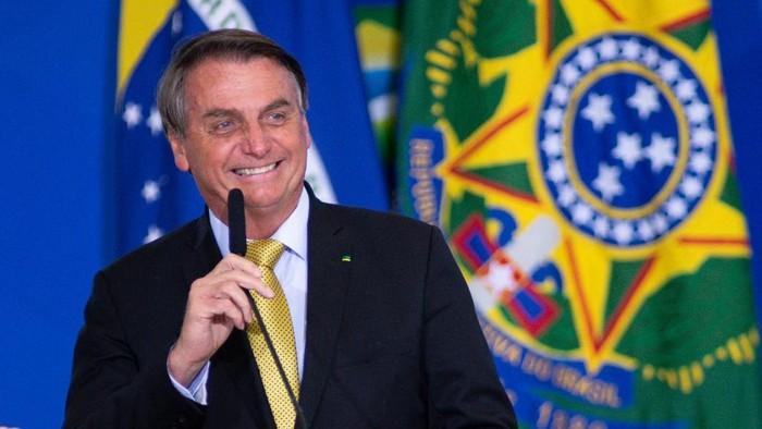 BRASILIA, BRAZIL - JUNE 29: President of Brazil Jair Bolsonaro smiles during an event to launch a new register for professional workers of the fish industry at Planalto Government Palace on June 29, 2021 in Brasilia, Brazil. Health Minister, Marcelo Queiroga,announced after the event and in conversation with journalists, that the contract with the Covaxin vaccine is suspended. (Photo by Andressa Anholete/Getty Images)
