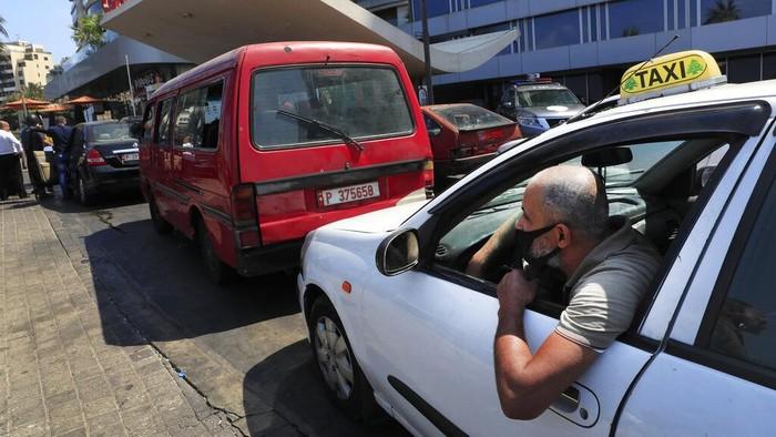 Situasi krisis ekonomi di Lebanon semakin parah hingga membuat negara ini disebut bagai neraka oleh warganya sendiri. Hiperinflasi dan kelangkaan berbagai kebutuhan pokok membuat situasi di Lebanon semakin tak tertahankan bagi warganya.