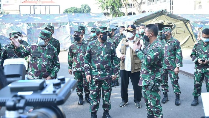 Panglima TNI Marsekal Hadi Tjahjanto saat meninjau RS Lapangan di RSPAD (Foto: Istimewa)