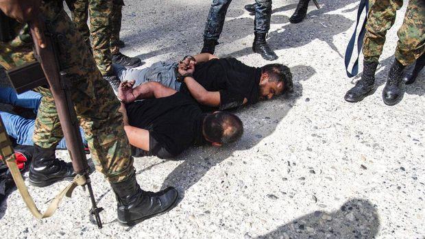 Presiden Haiti, Jovenel Moise, tewas dibunuh dalam serangan di kediaman pribadinya pada Rabu (7/7) dini hari. Saat ini para pelaku pembunuhan telah ditangkap.