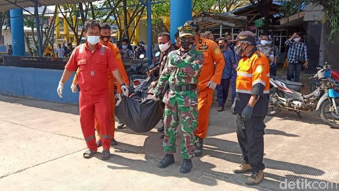 Petugas kebersihan kapal feri KMP Sebuku yang terjatuh dan dinyatakan hilang ditemukan tewas (dok Istimewa)