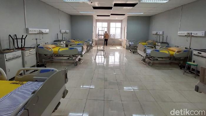 RSUD Cibabat, Kota Cimahi, telah menyiapkan ruang dan menambah 32 bed untuk isolasi pasien COVID-19. Begini penampakannya.