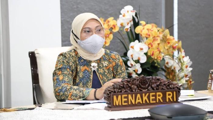 Jakarta - Menteri Ketenagakerjaan Ida Fauziyah meminta perusahaan untuk mengizinkan pekerja yang memiliki kormobid, ibu hamil atau menyusui, agar mereka dapat bekerja dari rumah atau Work From Home (WFH). Hal ini penting demi kemanusiaan.