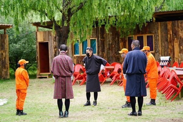 Kehadiran raja membuat masyarakat yakin bahwa mereka tidak sendirian dalam melawan pandemi.(His Majesty King Jigme Khesar Namgyel Wangchuck/Facebook)