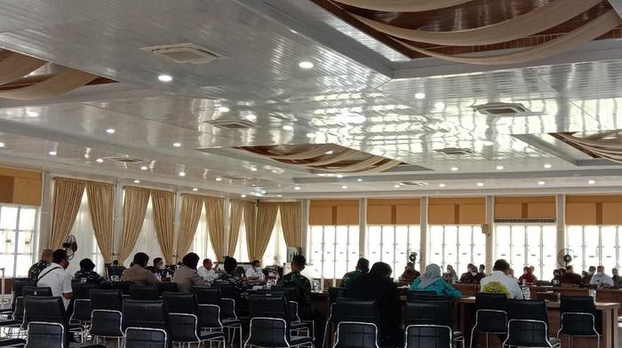 Rapat Gubsu Edy soal penanganan COVID-19 (Ahmad Arfah-detikcom)