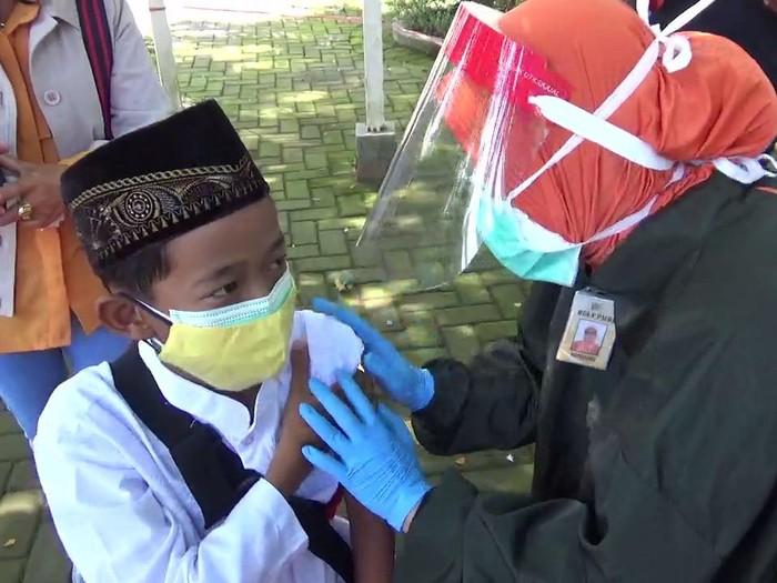 Ratusan Anak Usia 12-17 Tahun di Kota Malang Divaksin