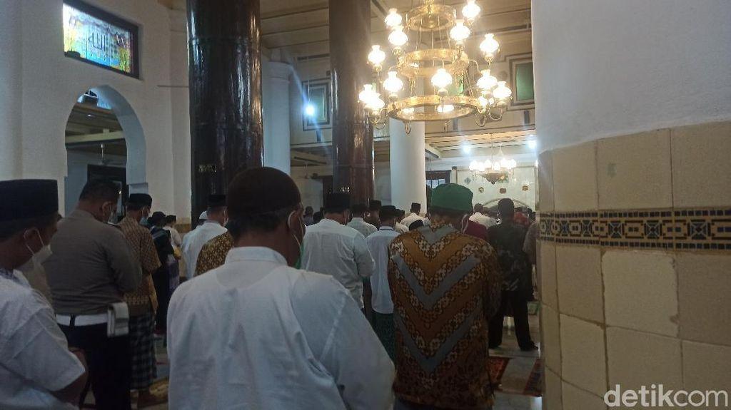 Suasana Salat Jumat Masjid Agung Demak di Masa PPKM Darurat