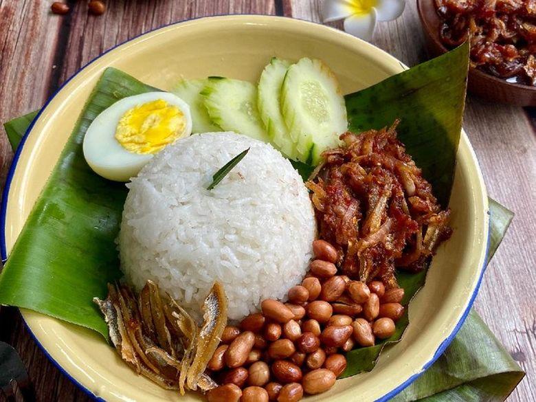 10 Resep Nasi Gurih Komplet untuk Makan Bareng Keluarga