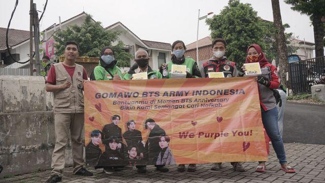 Keren! ARMY Bagikan Sembako untuk Ojol hingga Tumpeng untuk Nakes