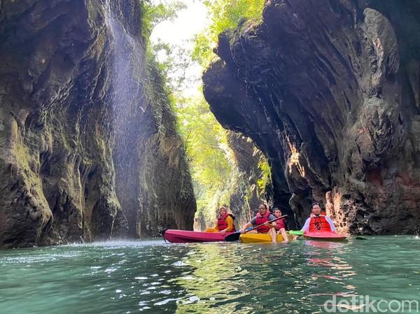 Selain menawarkan wisata body rafting, Batu Lumpang juga menawarkan penjelajahan sungai dengan menggunakan kano atau perahu kecil.