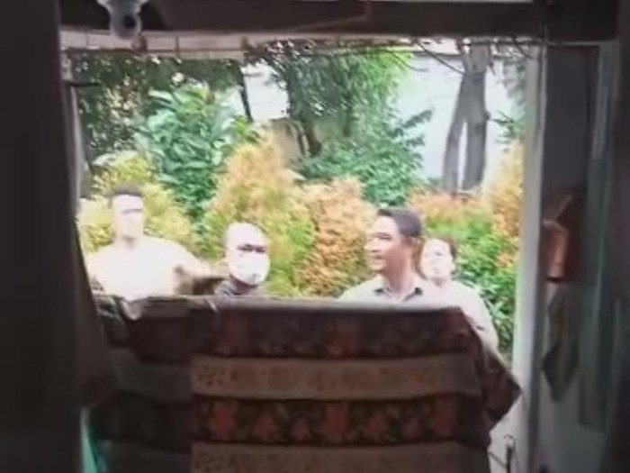 Viral warga Cilincing sedang isolasi mandiri diintimidasi tetangga (Screenshot video viral)