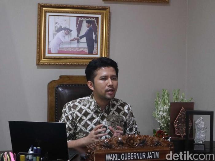 Wagub Jatim Emil Elestianto Dardak memimpin rakor evaluasi PPKM Darurat secara virtual. Emil meminta bed rumah sakit dikonversi 40 persen.