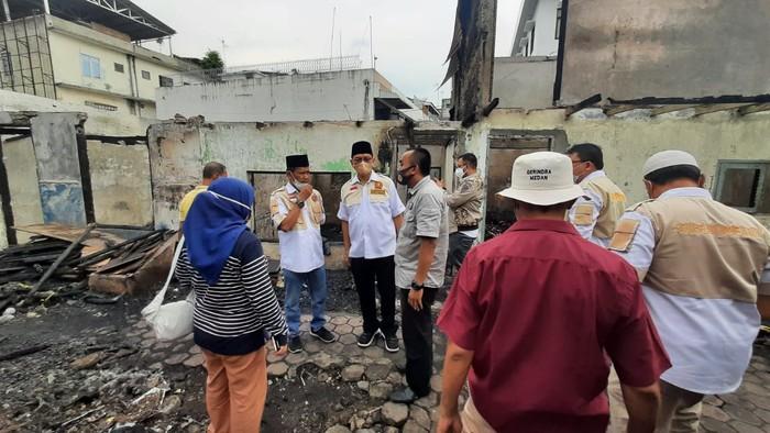 Anggota Dewan Perwakilan Rakyat RI (DPR RI) Husni Mustafa menyalurkan bantuan pada korban kebakaran yang terjadi di Jalan Mahkamah, Kota Medan.