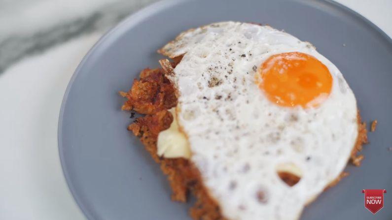 Chef Arnold Poernomo Bikin Waffle Nasi Goreng ala Kai EXO