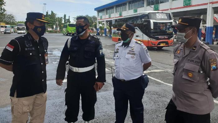 Kasubdit Dalops Hubdat S Ajie di Terminal Purabaya bungurasih