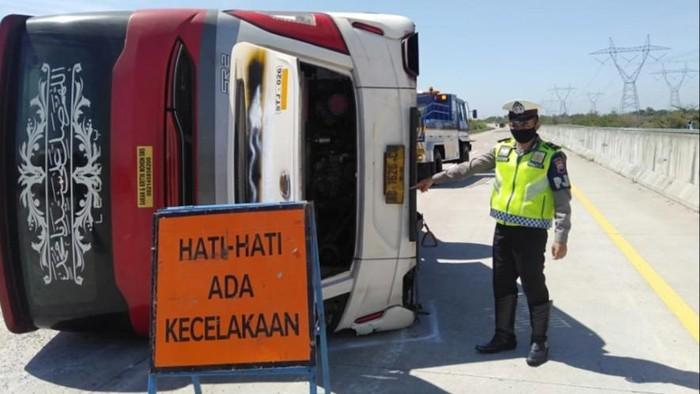 Kecelakaan di Tol Pemalang, 7 orang tewas, Minggu (11/7/2021).
