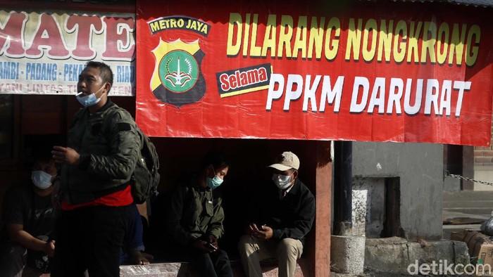 Sejumlah warga memilih mudik saat ketatnya penerapan kebijakan PPKM Darurat oleh pemerintah. Seperti terlihat di agen bus ini.