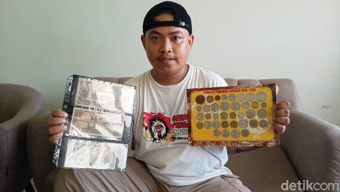 kolektor uang kuno
