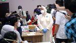 Momen Menaker Tinjau Vaksinasi Gotong Royong di Karawang