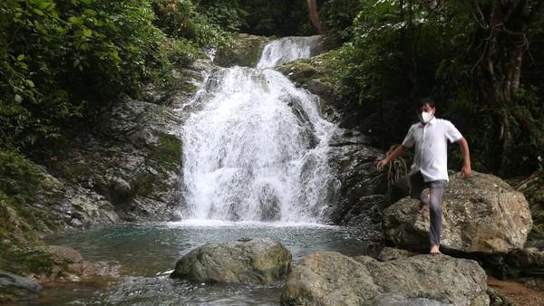 Air terjun yang memiliki tujuh tingkat tersebut masih menjadi lokasi wisata yang menerapkan protokol kesehatan secara ketat sebagai upaya pencegahan dan penularan COVID-19.