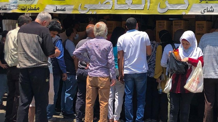 Warga Lebanon sedang berjuang untuk tetap hidup di tengah kondisi krisis ekonomi negaranya. Situasi di sana disebut neraka oleh warganya sendiri.