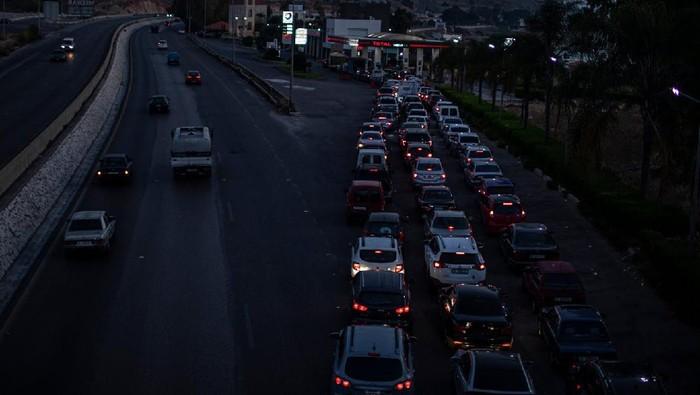 Warga Lebanon sedang berjuang untuk tetap 'hidup' di tengah kondisi krisis ekonomi negaranya. Situasi di sana disebut 'neraka' oleh warganya sendiri.