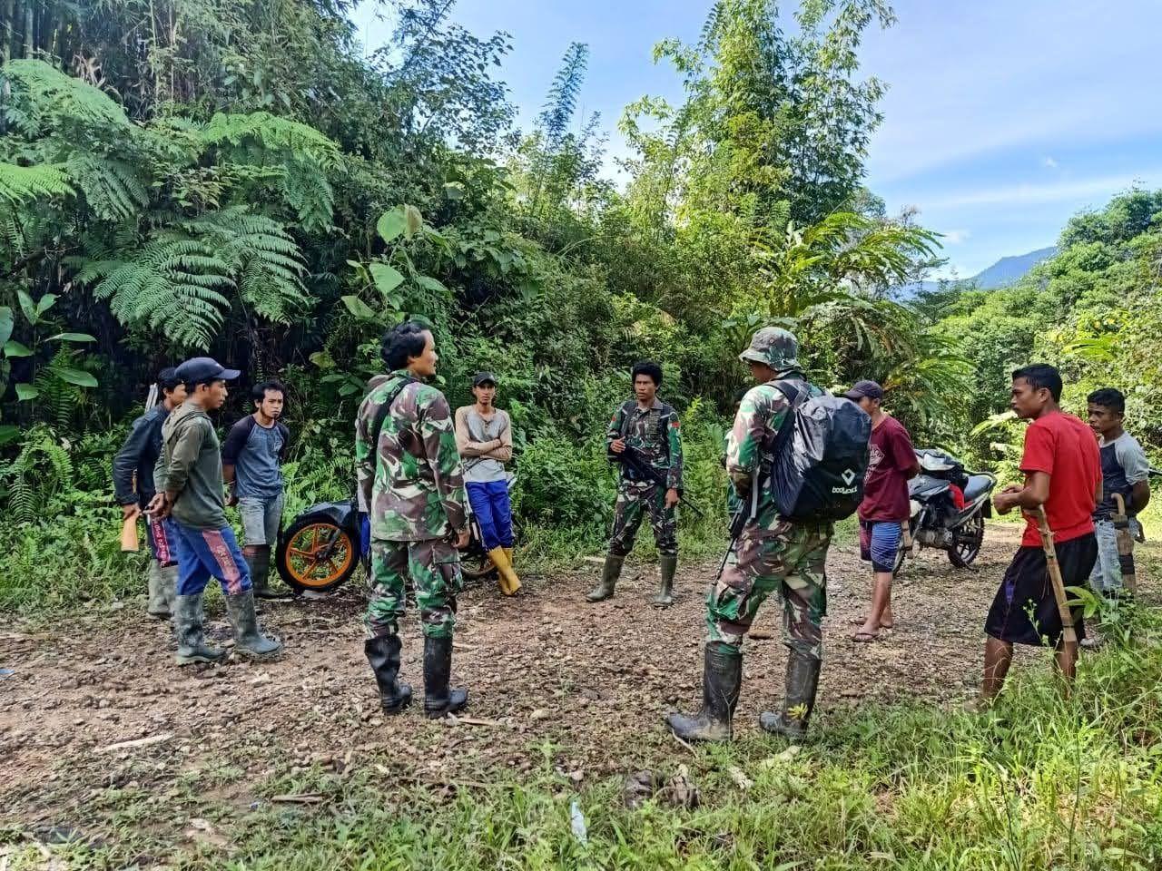 Prajurit TNI Koopsgabssus Tembak Mati Dua Orang Kelompok Teroris MIT Poso. (Dok Puspen TNI)