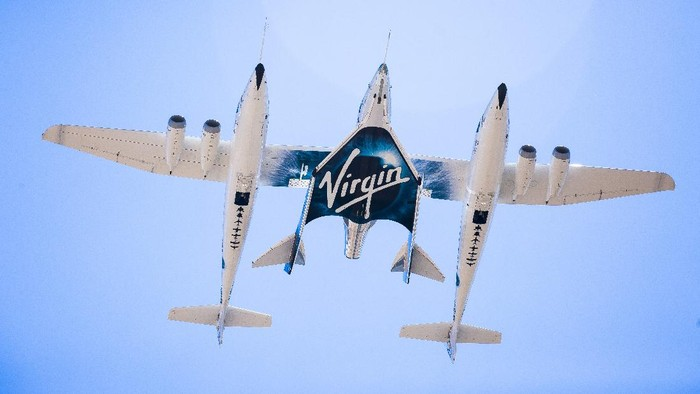 Richard Branson Welcomes VSS Unity Home from Second Supersonic Flight. May 29th 2018