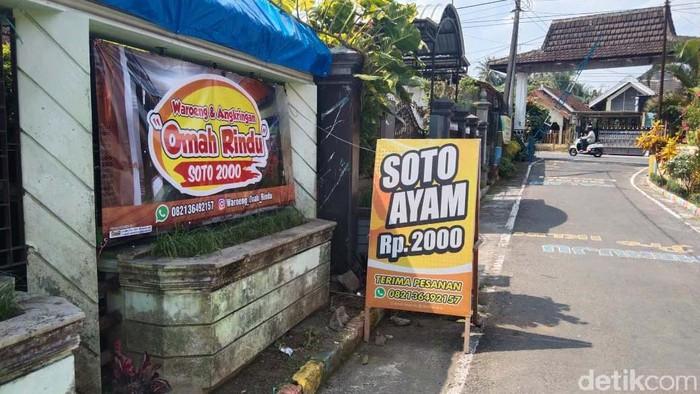 Warung Omah Rindu yang menjual soto ayam seharga Rp 2000 per porsi ini berada di Kecamatan Garum, Kabupaten Blitar.