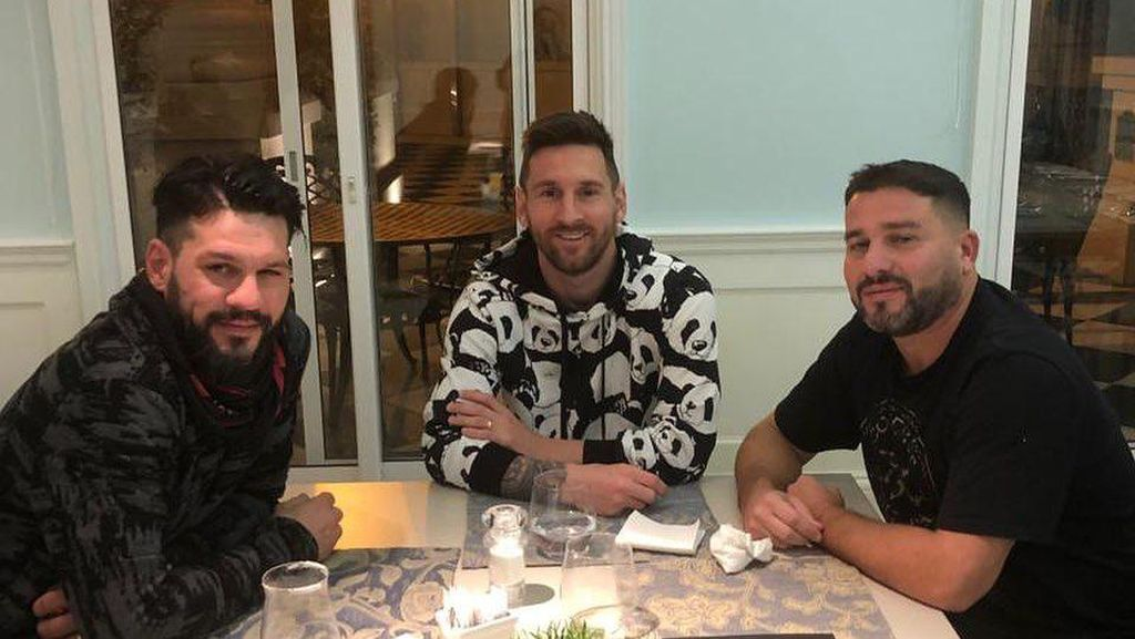 Seru Banget! Momen Messi Nikmati Cake Buah dan Ngemil Bareng Keluarga