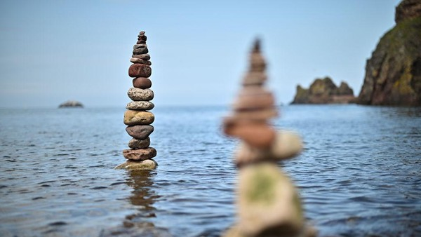 Kompetisi menyusun batu atau rock balancing ini sudah memasuki gelaran kelima lho.
