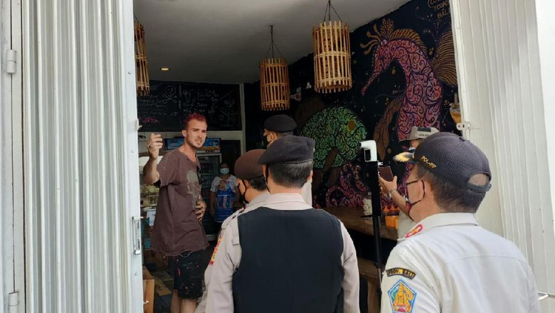 WNA di Bali tak bermasker kala PPKM Darurat disidak tim gabungan