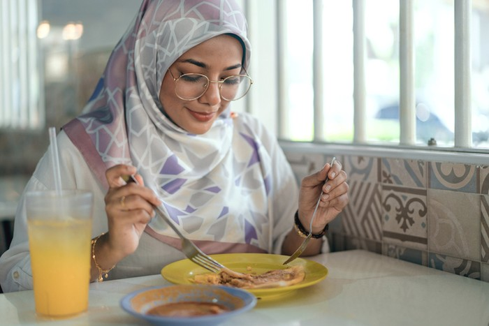 7 Adab Makan dalam Ajaran Islam Ini Dicontohkan Nabi Muhammad SAW
