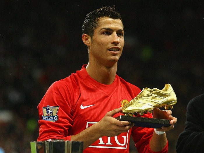 MANCHESTER, UNITED KINGDOM - OCTOBER 29: Cristiano Ronaldo of Manchester United poses with the European Golden Boot award as Europe's top scorer for the 2007 – 2008 season before the Barclays Premier League match between Manchester United and West Ham United at Old Trafford on October 29, 2008 in Manchester, England. (Photo by Alex Livesey/Getty Images)