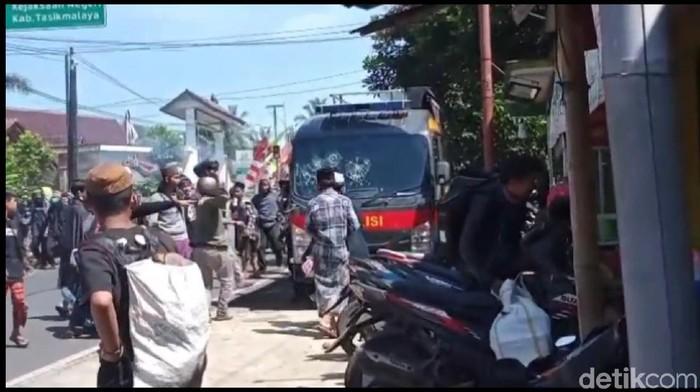 Demo bela Habib Rizieq di Tasikmalaya ricuh